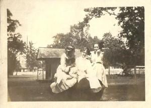 Jessie (L), Elizabeth and Willie, June 1910