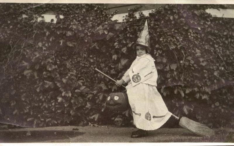 Hallowe'en Witch, 1911
